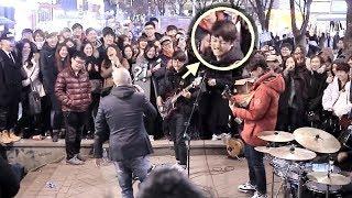 Download 구경하던 남학생 베이스 소름돋는 즉흥연주 라이브 (분리수거 홍대버스킹) Video