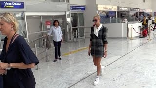 Download EXCLUSIVE : Model Hailey Baldwin arriving at Cannes airport Video