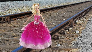 Download Train Vs Barbie Girl Doll EXPERIMENT Video