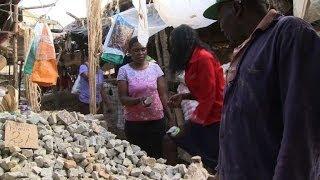 Download في كينيا النساء الحوامل يتناولن الأحجار Video