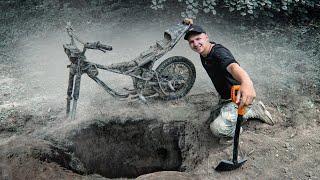 Download Я НЕ ПОВЕРИЛ! Откопал МОТОЦИКЛ в ЛЕСУ! Загадочная находка на металлоискатель! КЛАДОИСКАТЕЛИ Video