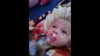 Download طفل يرضع الكولا المثلجة Video