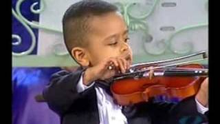 Download Andre Rieu & 3 year old violinist, Akim Camara 2005 Video