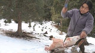 Download 【野食小哥】之一個人,半隻羊,在零下30度的雪山上煮了一大盆羊肉蝎子火鍋 Video