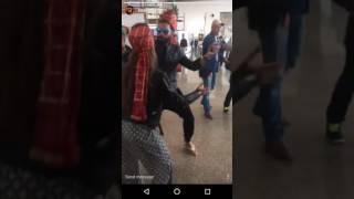 Download Yuvraj Singh and Hazel Keech Bhangra at airport! Video