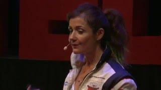 Download Au-dessus des nuages   Dorine BOURNETON   TEDxClermont Video