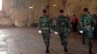 Download Troca da Guarda - Túmulo do Soldado Desconhecido - Mosteiro da Batalha, em Portugal. Video
