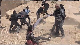Download فلسطينيات يضربن ويخلع حجابهن من قبل جنود الاحتلال الإسرائيلي في القدس Video