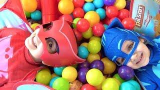 Download Pijamaskeliler top havuzundan hangi sürpriz yumurtaları buluyor? Toybox Ozmo LOL Bebek Kinder Joy Video