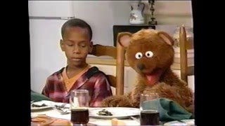 Download Sesame Street (#3428): The Bears Dine with the Robinsons Video