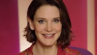 Download Susie Dent - Countdown Channel 4 - Interview & Life Story - 8 Out Of 10 Cats Video
