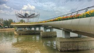 Download Cầu đi bộ Bến Ninh Kiều ở thành phố Cần Thơ | ZaiTri Video