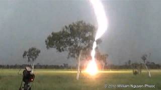 Download Close ″clear-air″ lightning bolt! - Darwin Australia Video