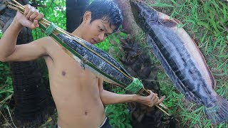 Download Primitive Technology:Catches Big FISH With Spear, And Cooking Food, With Lemongrass ,Factory food. Video