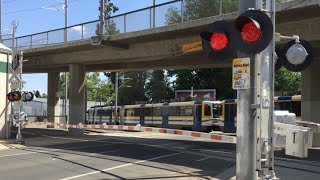 Download 19th Street Railroad Crossing With Malfunction After Train Pass, SACRT 237 Light Rail Video