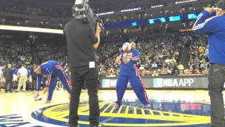 Download Steph Curry Meets The Harlem Globetrotters! Video