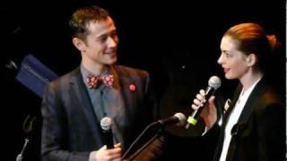 Download Anne Hathaway + Joseph Gordon Levitt sing together LIVE HD Video