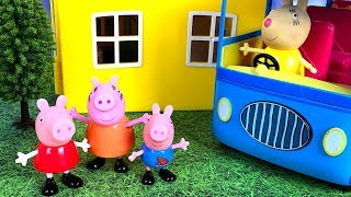 Download STORY WITH PEPPA PIG - GEORGE IS SCARED TO RIDE THE BUS TO SCHOOL Video