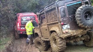 Download LAND ROVER DEFENDER TDI vs LAND ROVER DISCOVERY TD5 **OFF-ROAD CHALLENGE** Video