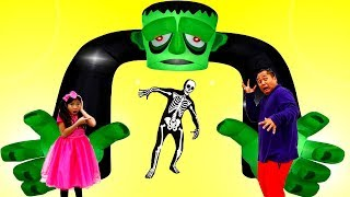 Download Emma Pretend Play Going to Scary Halloween Maze for Kids Video