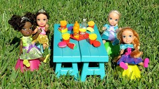 Download PICNIC ! Elsa and Anna toddlers - hide and seek - Barbie - food truck - tree house Video
