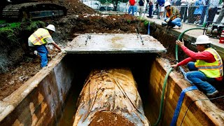 Download SINCE 1957 THIS NEW CAR WAS LYING UNDERGROUND. IT WAS DUG UP ONLY 50 YEARS LATER! Video