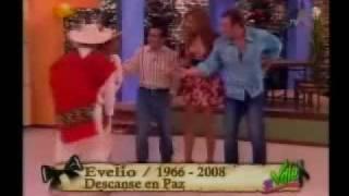 Download muere evelio con v chica Video