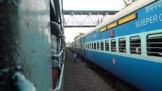 Download Netravati Express Curves Into Vadakara, Meets Chennai - Mangalore Express Video