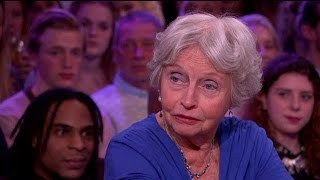 Download 80-jarige lijkschouwer weigert te stoppen - RTL LATE NIGHT Video