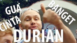 Download Orang Rusia Mencoba Durian Di Festival Indonesia. Video
