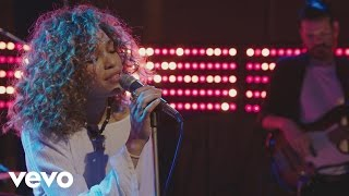 Download Izzy Bizu - Izzy Bizu performs 'White Tiger' - BRITs 2016 Critics' Choice Sessions Video