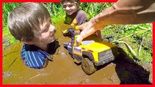 Download TOW TRUCKS STUCK IN THE MUD! - Axel Show Toy Trucks Video