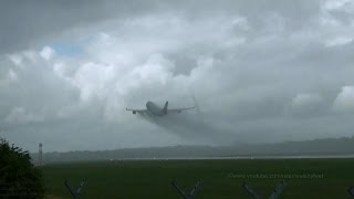 Download Heavy plane in heavy rain / Takeoff of Silk Way Airlines Boeing 747 4K-SW888 at Hamburg Airport Video