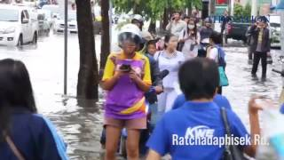 Download Bangkok roads flooded after heavy overnight rains Video