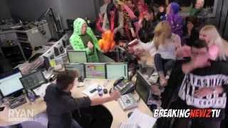 Download Harlem Shake (Official Celebrity Edition) Video