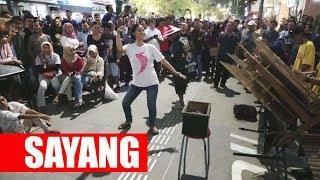 Download CUMAN ISENG JOGET MALAH BANJIR SAWER - CALUNG FUNK MALIOBORO STREET MUSICIANS - YOGYAKARTA Video