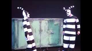 Download KAPOOT CLOWN THEATRE:DOOROPENS Video