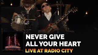 Download ″Never Give All Your Heart″ - Joe Bonamassa - Live at Radio City Music Hall Video