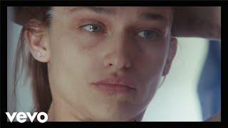Download Alex Cameron - Stranger's Kiss (Duet with Angel Olsen) Video