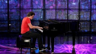 Download Viral Piano-Playing Pizza Delivery Guy Performs Video