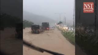 Download Mud flood on MRR2, traffic jams around city after heavy rain Video