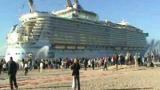 Download Oasis of the Seas entering Port Everglades for the first time - 11-13-09 - Royal Caribbean Cruises Video