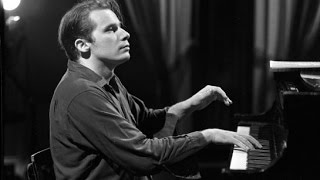 Download Glenn Gould - Bach's Toccatas - BWV 910, 911, 912, 913, 914, 915, 916 - Remastered Version Video