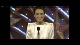 Download Audrey Hepburn Wins Cecil B. Demille Award - Golden Globes 1990 Video