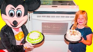 Download Assistant Cake Making Contest with Mickey Mouse and Minnie Mouse Video