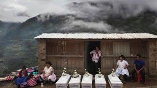 Download Desaparecidos en el Perú: el llanto mudo del que ha esperado 30 años - Miguel Mejía Video