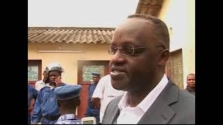 Download Abapolisi Barasatse Ibigwanisho mu vyumba vy'Abanyeshule muri kaminuza - Radiyoyacu VOA Video