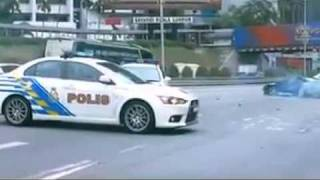 Download Malaysia police Evo 10 chasing Nissan 180sx Video