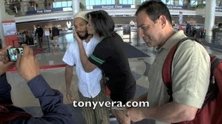 Download Ziggy marley fan gives ziggy a kiss and his not happpy or his wife at LAX Video