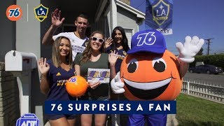 Download Daniel Steres surprises a lucky fan - Presented by 76 Video